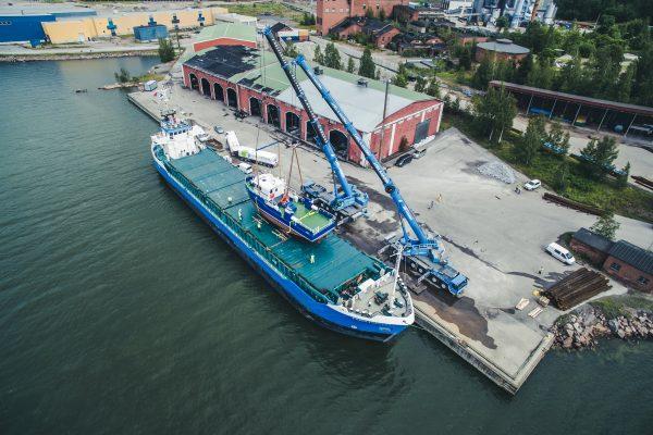 Prima_Ship_loading